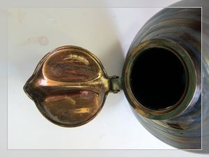 Kralik ink-bottle with brass cup with iridescent colour
